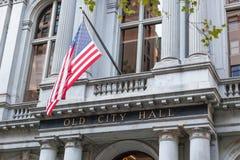 Красная линия тропки свободы - здание муниципалитет владением Бостона Стоковая Фотография RF