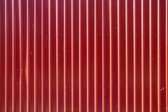 Красная длинная goffered текстура металла, рифлёная сталь Стоковые Фотографии RF