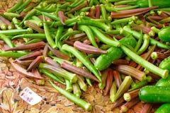 Красная и зеленая органическая бамия Стоковые Изображения RF