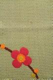 Красная картина цветка на китайской ткани Стоковые Фотографии RF