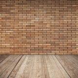 Красная кирпичная стена и деревянный пол, пустой интерьер стоковые фотографии rf
