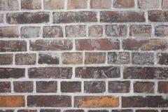 красная кирпичная стена, покинутое здание выдержанная стена кирпича предпосылки старая запятнанная Стоковое Изображение RF