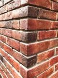 Красная кирпичная стена, предпосылка текстуры кирпича, угловая стена стоковые фотографии rf