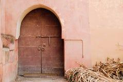 Красная классическая арабская дверь стиля Стоковая Фотография RF