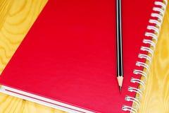 Красная книга на таблице Стоковые Фотографии RF