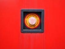 Красная кнопка старта на красной и розовой предпосылке Стоковые Фотографии RF