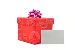 Красная коробка подарка с крышкой на белой предпосылке Стоковые Фотографии RF