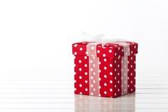 Красная коробка подарка Стоковые Изображения RF
