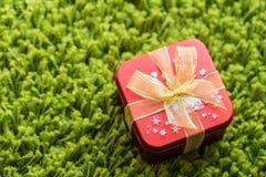 Красная коробка подарка Стоковые Фотографии RF