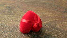 Красная коробка украшений сток-видео