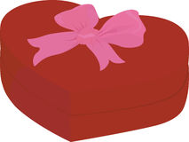 Красная коробка формы сердца при крышка изолированная на белом смычке пинка предпосылки Иллюстрация штока