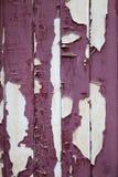 Красная краска слезая деревянные планки Стоковые Фото