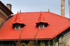 Красная крыша с 2 башенками стоковое изображение rf