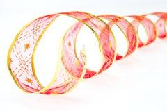 Красная курчавая лента на белой предпосылке Стоковые Фото