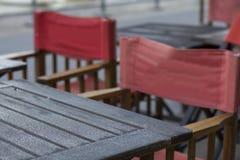 Красная Латинская Америка Южная Америка Puerto Madero Буэноса-Айрес Аргентины стула и таблицы славная Стоковые Изображения RF