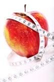 Красная лента яблока и измерения Стоковые Фотографии RF