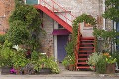 красная лестница стоковые изображения