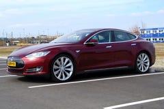 Красная модель s Tesla Стоковое Изображение