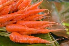 Красная морковь в рынке свежих продуктов Стоковая Фотография RF