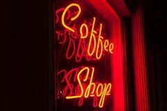 Красная неоновая версия левой стороны знака кофейни Стоковое Фото