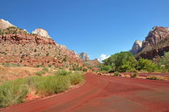 Красная дорога в Сионе США Стоковые Изображения RF