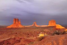 Заход солнца в долине памятника Стоковые Изображения