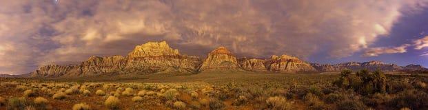 Красная панорама ночи утеса Стоковые Фотографии RF