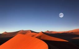 Красная песчанная дюна, Sossusvlei, Намибия Стоковые Изображения RF