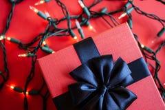 Красная подарочная коробка стоковые фото