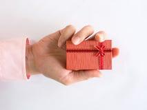 Красная подарочная коробка в наличии Стоковая Фотография RF