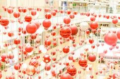 Красная предпосылка рождества шарика Стоковые Изображения