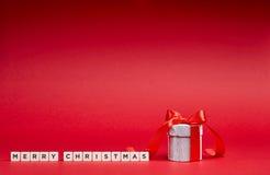 Красная предпосылка с подарками Стоковые Изображения