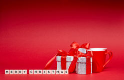 Красная предпосылка с подарками Стоковые Фото