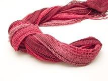 красная пряжа шарфа Стоковая Фотография