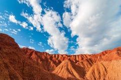Красная пустыня и голубое небо стоковое изображение rf