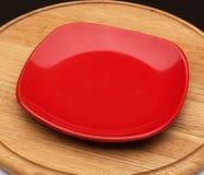 Красная плита десерта на деревянной доске Стоковое фото RF