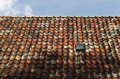красная плитка крыши Стоковые Фотографии RF