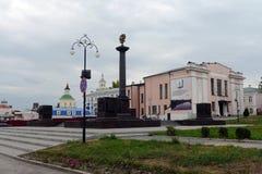 Красная площадь в городке Yelets Stela в честь совещаться название города ` воинского ` славы Стоковое Фото