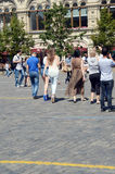 Красная площадь молодых женщин стоковые изображения rf