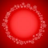 Красная рамка рождества с кругом снежинок Стоковые Изображения
