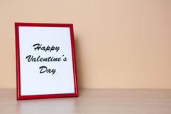 Красная рамка фото на деревянном столе Стоковые Изображения RF
