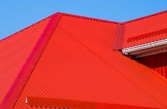 Красная рифленая крыша стоковое изображение rf