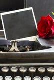 Красная роза на машинке Стоковые Фотографии RF
