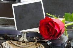 Красная роза на машинке Стоковая Фотография