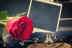 Красная роза на машинке Стоковое Изображение