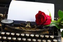 Красная роза на машинке Стоковое Фото