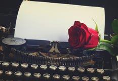 Красная роза на машинке Стоковые Фото