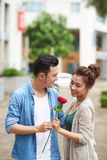 Красная роза на романтичная дата Стоковая Фотография