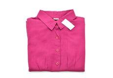 Красная рубашка изолированная на белой предпосылке стоковые изображения rf