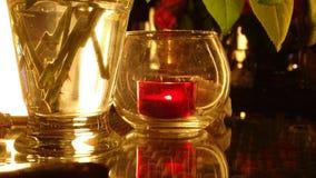 красная свеча в романтичной ночи стоковые фотографии rf